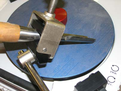 Sharpening Large Gouge using Pivot Clamp
